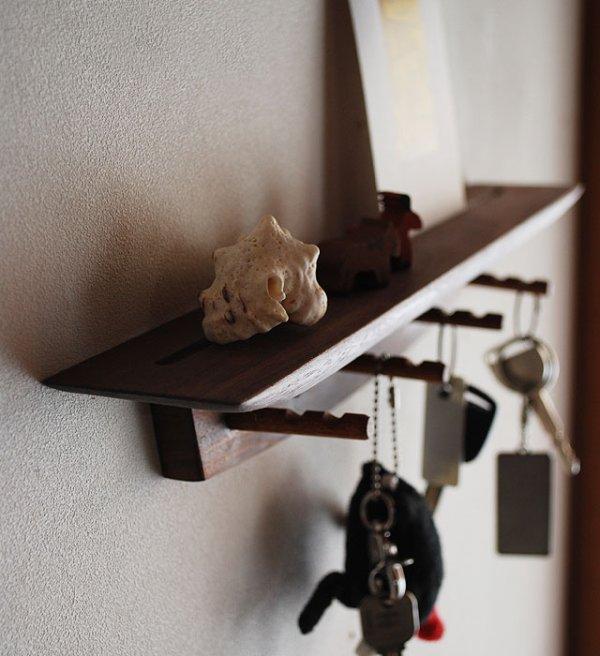 画像1: キーフック・壁フック【Shortショート ウォールナットモデル】キーフックと飾り棚 1台2役♪